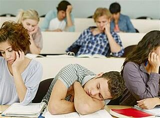 bored-classroom-students-ekrn86hs.jpg